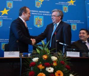 Premierul Emil Boc l-a învestit pe Florin Stamatian în funcţia de prefect al judeţului Cluj