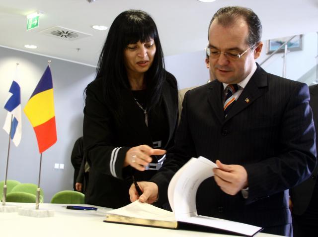 Premierul Emil Boc la fabrica Nokia de la Jucu, judeţul Cluj