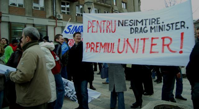 "Artiştii clujeni au ""asediat"" Prefectura Cluj"