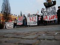 O noua zi de proteste la Cluj a adunat peste 300 de tineri basarabeni şi români, care au renunţat de această dată la linişte pentru a scanda lozinci anticomuniste