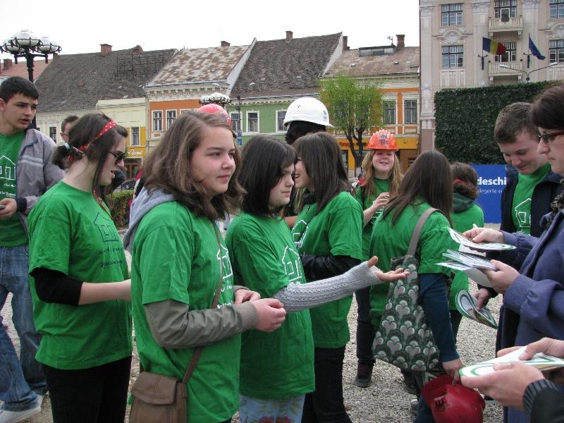 Organizaţia Habitat pentru Umanitate Cluj continuă să promoveze Campania de renovare şi construcţie a unor adăposturi decente pentru familiile nevoiaşe