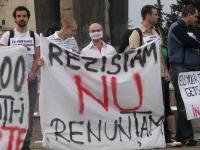 Studenţi basarabeni şi români au protestat şi vineri în piaţa Avram Iancu din Cluj-Napoca, faţă de evenimentele care au avut loc zilele acestea la Chişinău