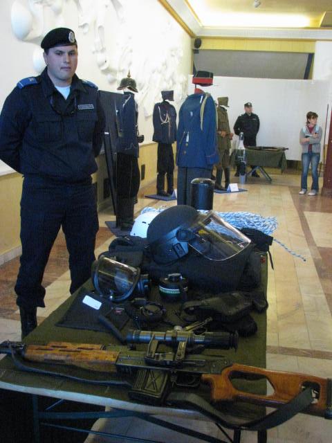Jandarmii ardeleni au sărbătorit, astăzi, 90 de ani de la înfiinţarea Jandarmeriei Ardelene, la Casa de Cultură a Studenţilor