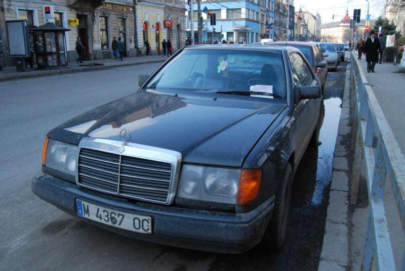 În timp ce românii trebuie să îşi achite amenzile aplicate pentru parcările neregulamentare, cetăţenii străini din comunitatea europeană se pot sustrage de la plata amenzii