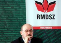 """Primul număr al revistei """"Magyar Kozoktatas"""", în traducere Învăţământ public maghiar, a fost prezentat de Preşedintele UDMR, Marko Bela"""