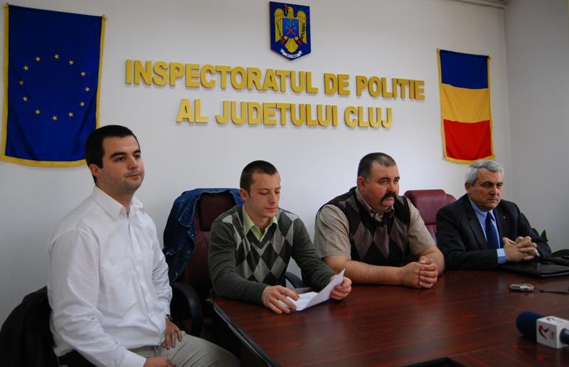 Sindicatul Naţional al Agenţilor de Poliţie (SNAP) are, de astăzi, un birou teritorial în Cluj-Napoca. Acesta este prezidat de Mandache Constantin, agentul secţiei de poliţie nr. 6, urmat de vicepreşedintele Răzvan Stejeran (foto st.)