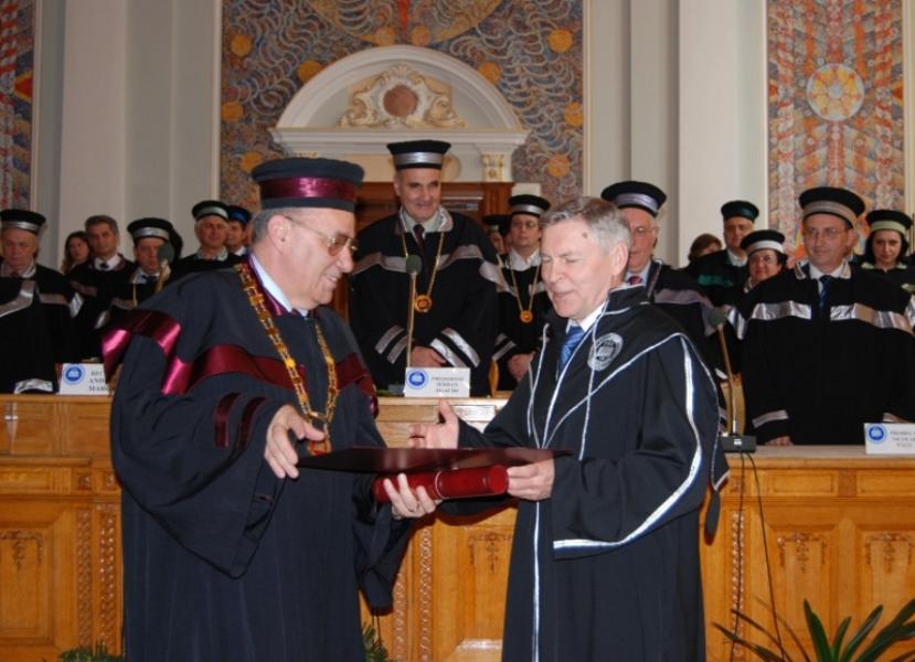"""Universitatea """"Babeș-Bolyai"""" a acordat titlul de Doctor Honoris Causa profesorului Vladimir Filipov, rector al prestigioasei Universități a Prieteniei dintre Popoare de la Moscova"""