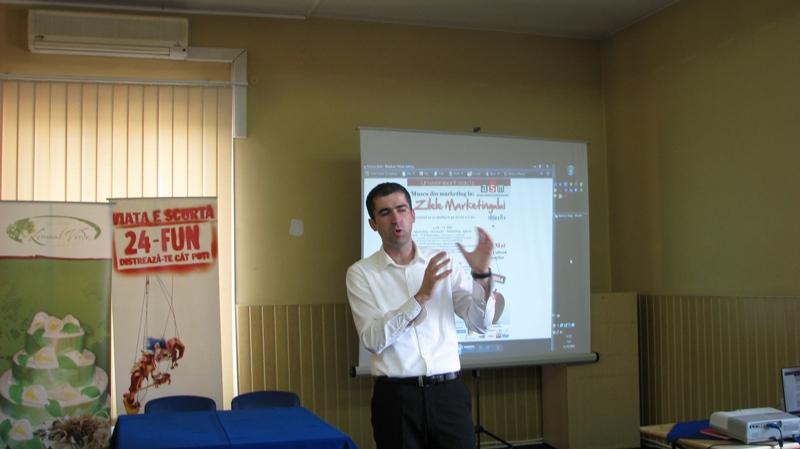 Prof. Nistor Voicu a realizat o introducere în marketing pentru studenţi