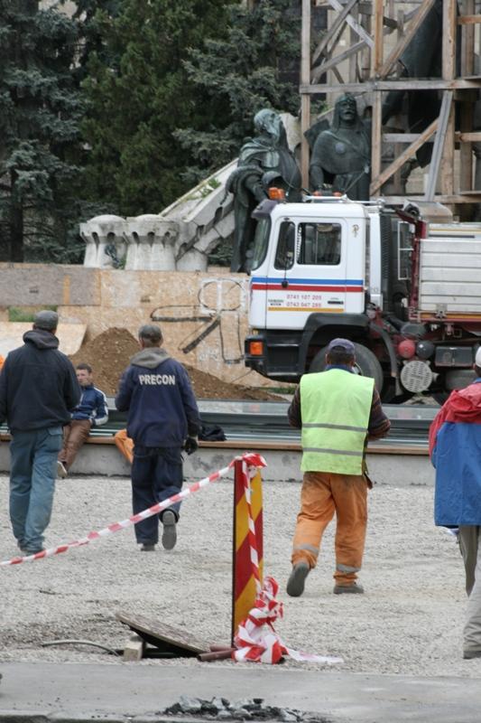 Primăria Cluj-Napoca a decis să defrişeze copacii din Piaţa Unirii, în cadrul unui proiect de reamenajare şi redimensionare a pieţei