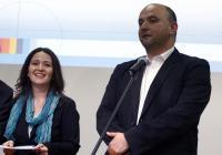 Coordonatorii proiectului UBB Radio, lect. univ. dr. Cristina Nistor si Director Studio Media Rares Beuran primesc diploma pentru cel mai inovativ produs de informare