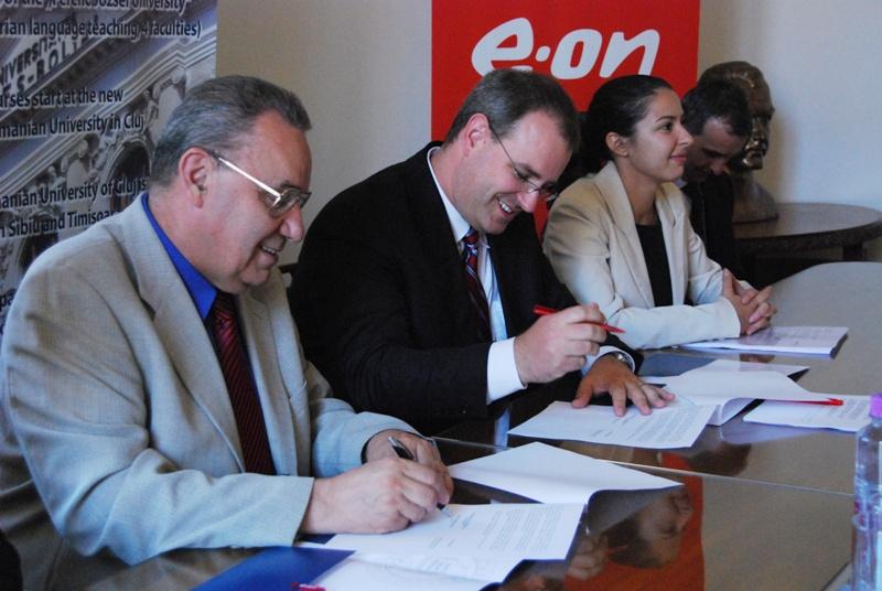 """Universitatea """"Babeș-Bolyai"""" și E.ON România, au semnat un acord de colaborare care are ca scop dezvoltarea unor proiecte comune, crearea de facilităţi pentru studenţi și stimularea dialogului dintre mediul universitar și mediul de afaceri"""