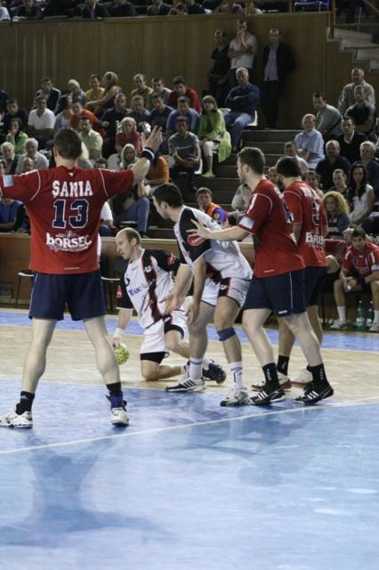 Deşi prima repriză a fost dominată de echipa din capitală, pe final de meci studenţii reuşesc să se mobilizeze aducând noi puncte pe tabela de marcaj