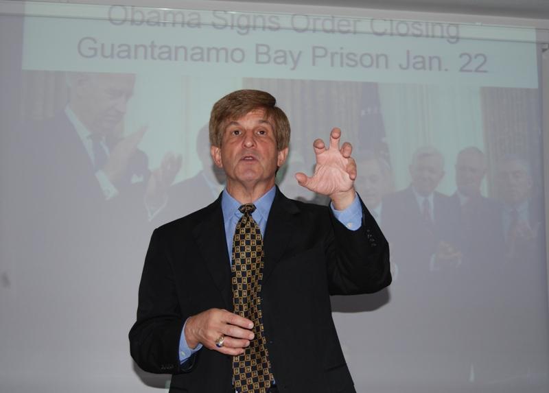 """Istoricul american, Allan Lichtman, a susținut astăzi, în cadrul Facultății de Științe Politice, Administrative și ale Comunicării din Cluj-Napoca, o conferință cu tema """"Primele 100 de zile ale lui Obama"""""""
