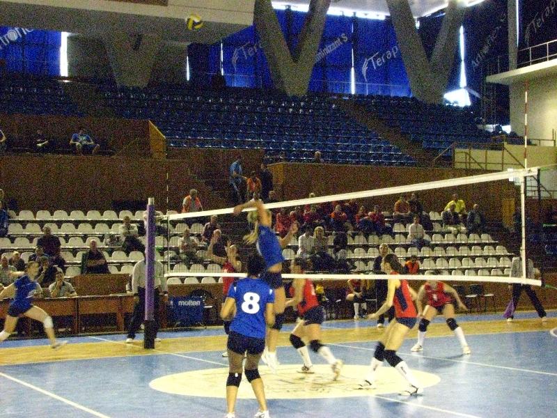 """Sala Sporturilor """"Horia Demian"""" a găzduit astăzi primele meciuri decisive de volei feminin, din cadrul turneului de promovare în Divizia A1"""