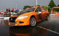 Echipajul Thomas Abraham - Rares Silasi la superspeciala CORA publicul a fost prezent in ciuda vremii ploioase