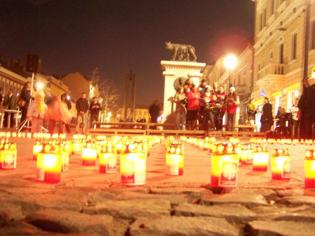 Cruce de lumânări pe Bulevardul Eroilor