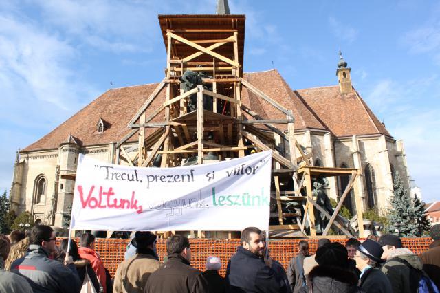 protest la deschiderea  Pieței Unirii