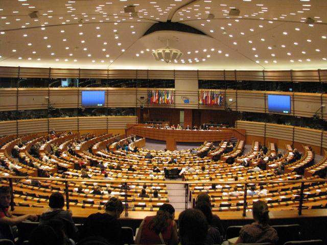 Șefii de stat și de guvern ai statelor membre ale Uniunii Europene vor decide astăzi cine va ocupa funcțiile cheie ale comunității, cea de președinte al Uniunii şi de Înalt Reprezentant pentru Politică Externă