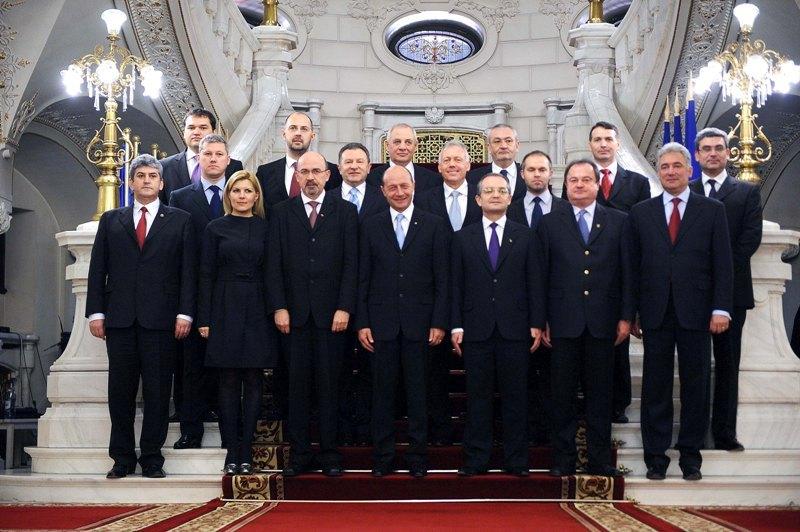 Miniştrii Cabinetului Boc au depuns jurământul în faţa preşedintelui Traian Băsescu