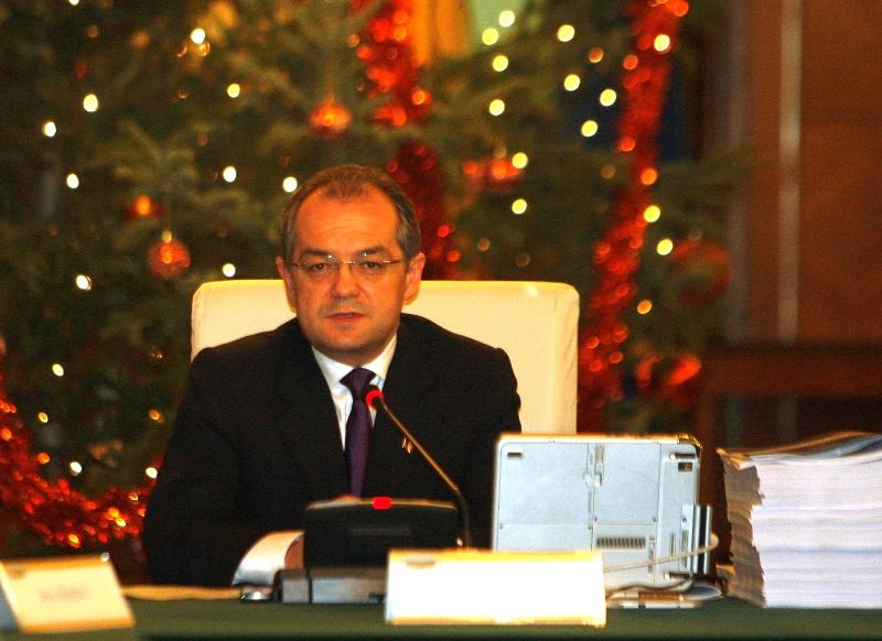 Premierul Emil Boc la prima şedinţă a noului său Cabinet