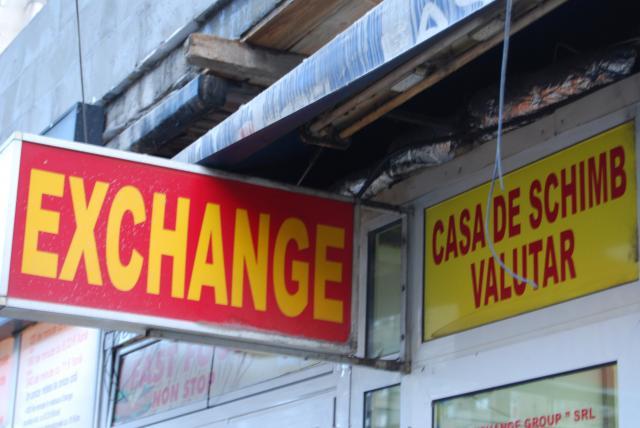 Nereguli la casele de schimb valutar