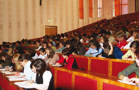 Studenții își procură cărțile în ajunul sesiunii