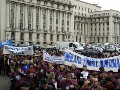 Mii de români din sistemul bugetar vor fi disponibilizați