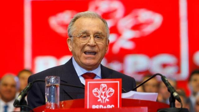 Ion Iliescu se retrage din toate funcţiile deţinute în PSD