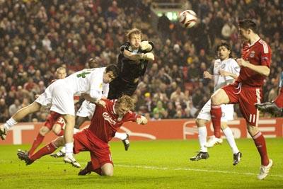 Unirea pierde cu 0-1 în faţa lui Liverpool