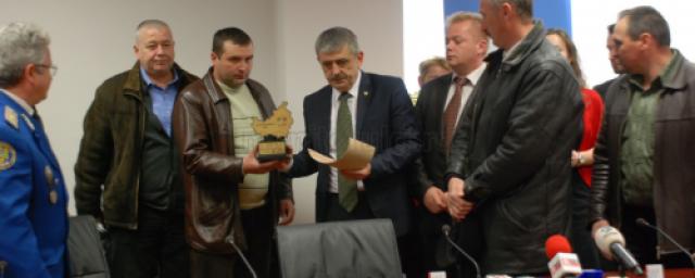 galerie-foto-cei-trei-salvatori-din-apuseni-au-primit-titlul-de-cetateni-de-onoare-ai-judetului-cluj