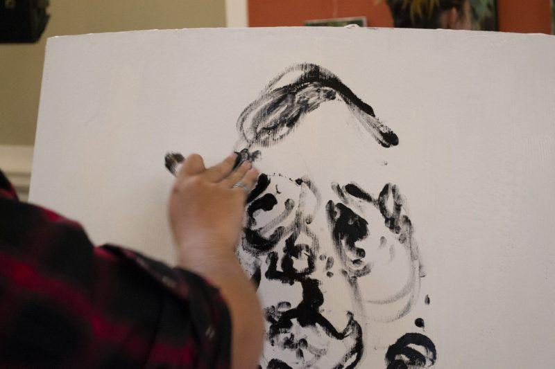 Sergiu Rus făcând Performance *performance=gen de artă apărut în Europa și America de Nord în anii 60', derivat din happening, care constă în transpunerea în spațiu și mișcare a unei imagini vizuale create de un artist plastic (dex.ro)