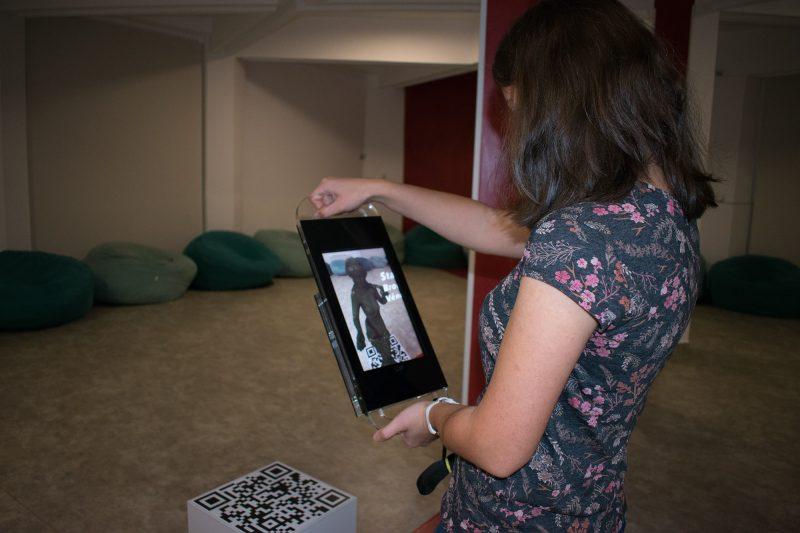 Camelia Timiș, studentă la Admistrație publică, la expoziția de secol XXI, Clio High-Tech, de la Muzeul Județean de Istorie și Artă Zalău
