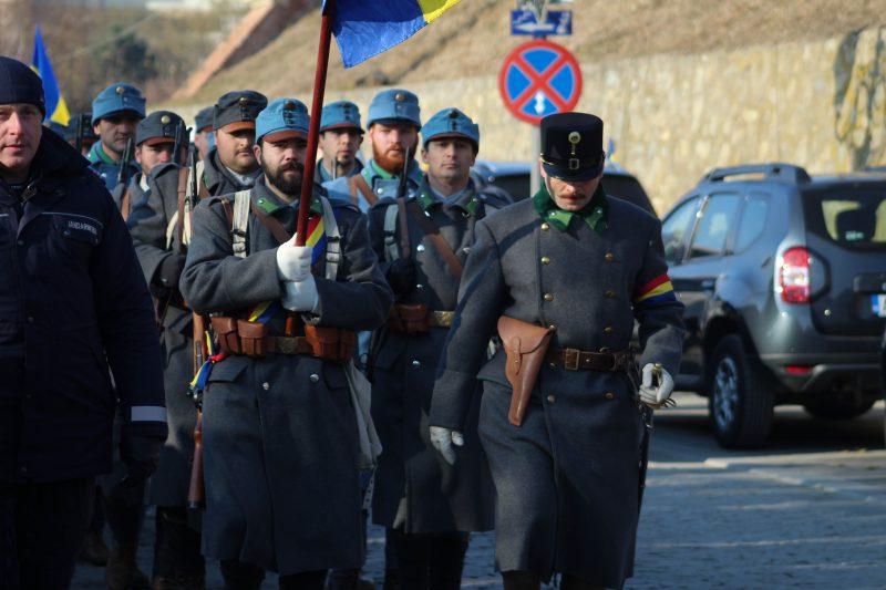 Cei care au deschis parada au fost militarii, îmbrăcați într-un port mai degrabă specific zonei franceze