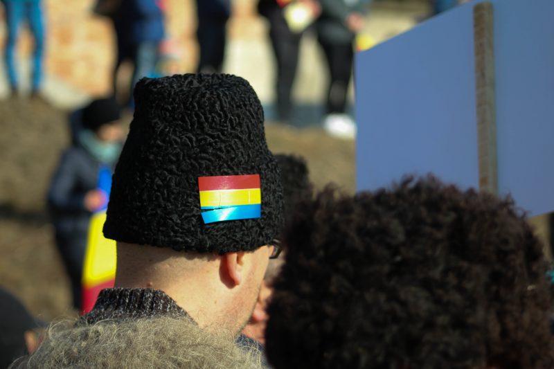 Tricolorul nu a lipsit nici de pe clop, deși majoritatea celor din paradă dețineau steaguri sau fulare în culorile naționale