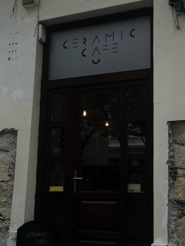 Pe strada Brassai Samuel nr 4 din Cluj-Napoca se află Ceramic Cafe, care este o locație potrivită pentru doritorii de pictură pe ceramică.